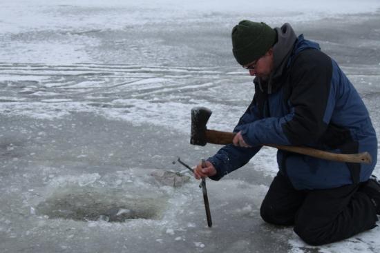 Een ijskoud begin van 2012 met ijsvissen in februari
