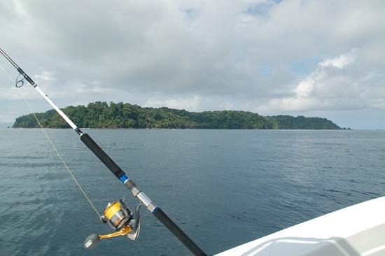 Isla del Cano op zee met view op Caranx Kaibutsu en Twinpower 8000SW