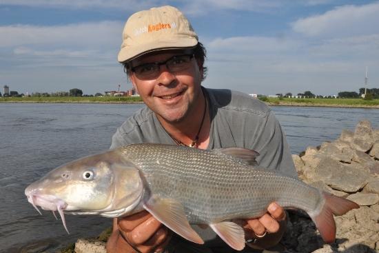 Barbeel uit de IJssel, heerlijke zomervisserij!