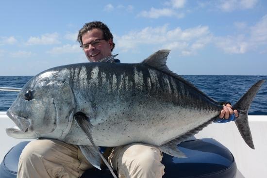 Giant Trevally popper vissen op de Andaman eilanden. Wat een supersterke vissen zijn dit!