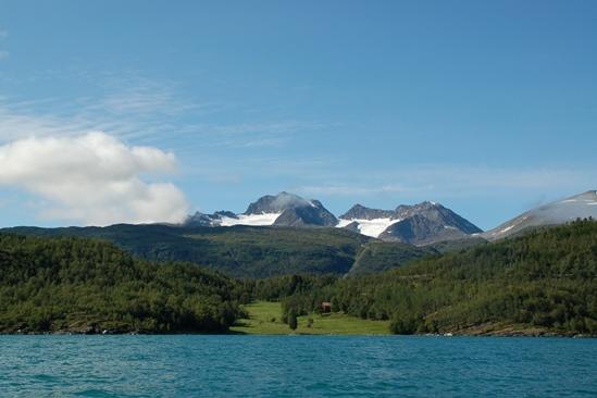 Prachtige vergezichten op de gletsjers in de Noorse Alpen