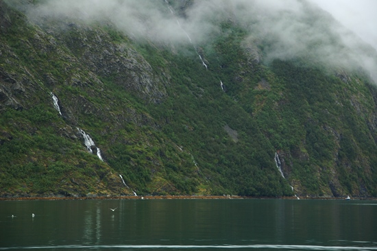 Fraaie uitzichten op diverse kleine watervallen