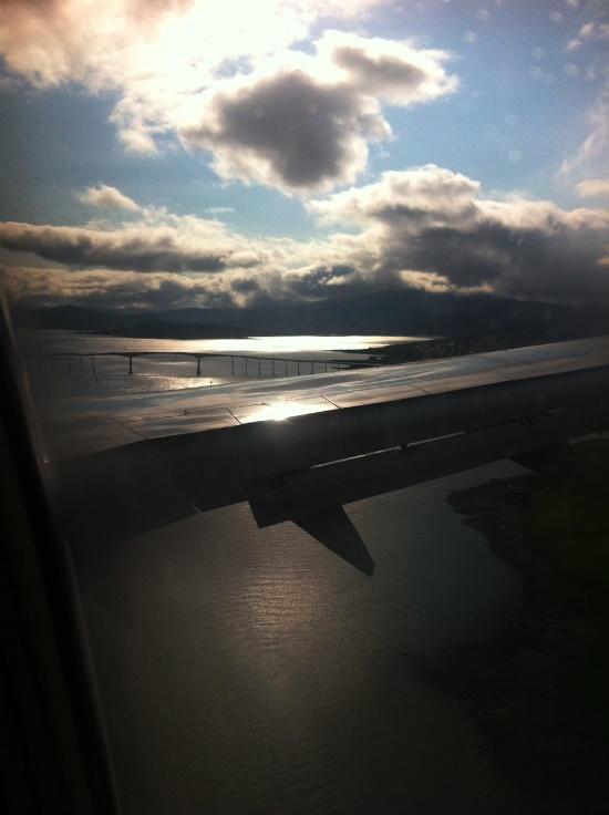 Aankomst in Tromso! De karakteristieke brug vanaf het eiland.
