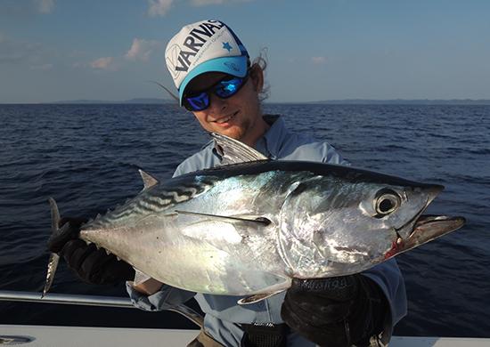Voor ons een mooie vangst, voor Banti een mooie aasvis :)