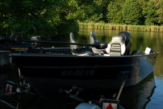 Ik werd de trotse bezitter van een schitterende vismachine, een Lund 1650 RebelXL. Wat een weelde om zoiets te kunnen bezitten......