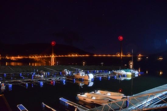 de haven en brug 's nachts, prachtig!