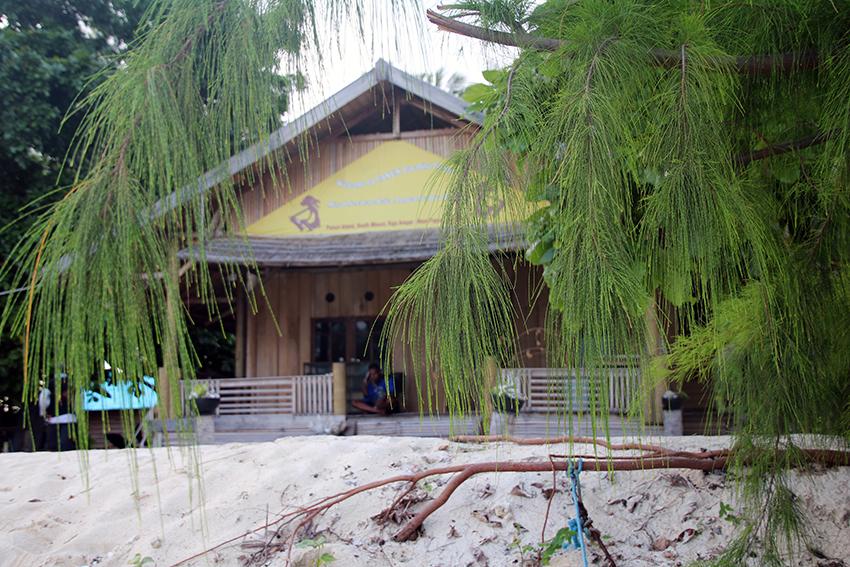 Panun Paradise Resort, tevens de enige plek met telefoonverbinding, in de weide omgeving