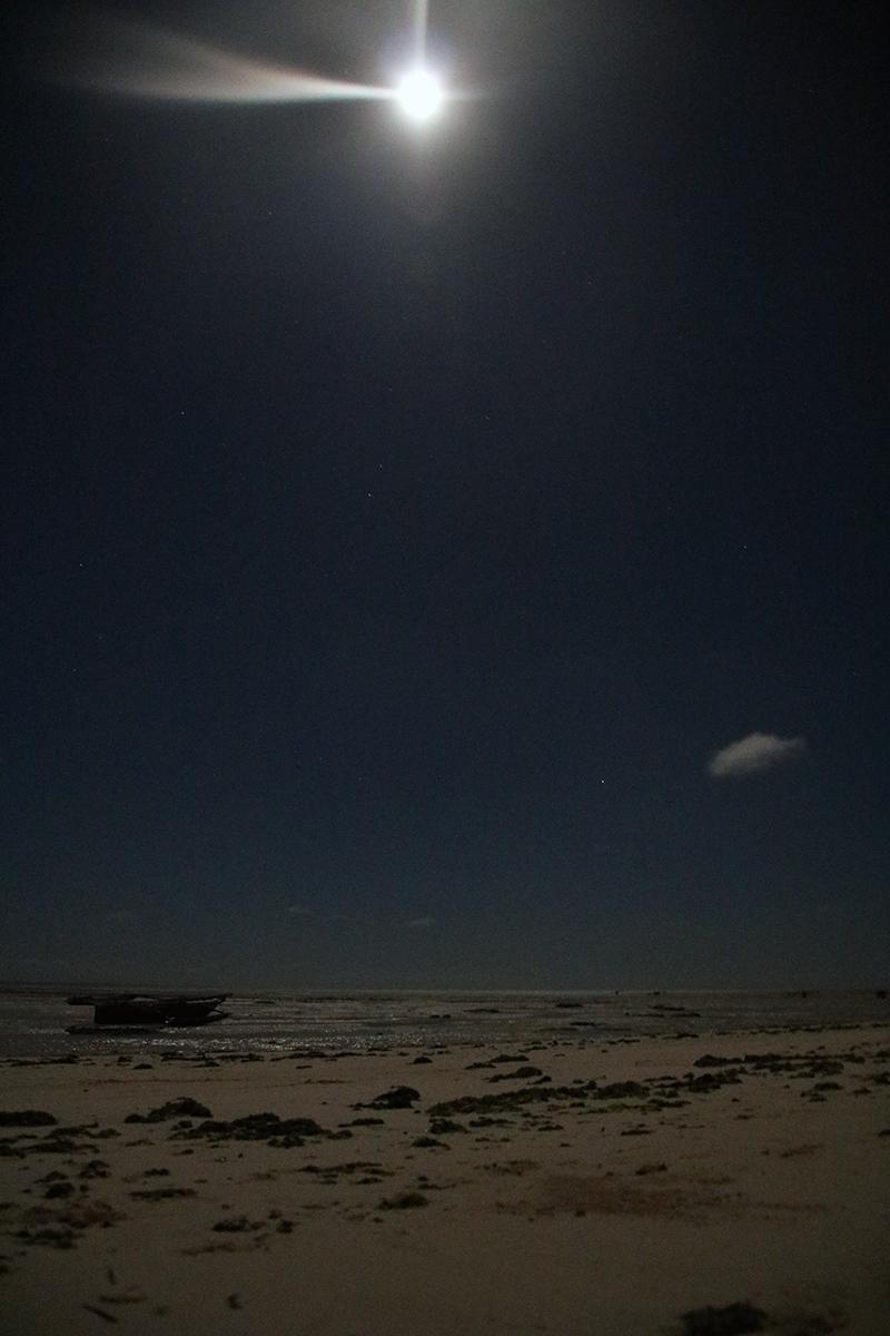 's Nachts, volle maan, laag water, mysterieus sfeertje!